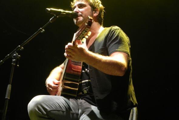 Antonio Rozco abrió el concierto de Juanes.