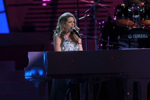 Y Lena, aunque traía un pie lastimado, tocó el piano muy lindo.