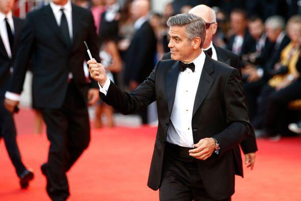 George Clooney se llevó los chiflidos de las asistentes.