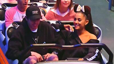 Mira el enorme (y carísimo) anillo de compromiso de Ariana Grande