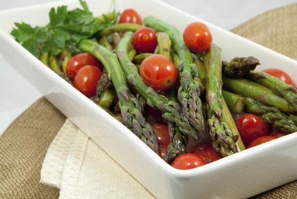 Ofréceles un nuevo vegetal junto con otro que ya conozcan. Para q...
