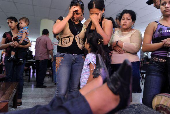 Los familiares de los l6 hondureños que se encontraban entre los 72 inmi...