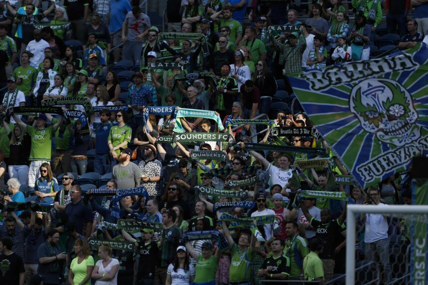 Más de 41 mil aficionados se dieron cita la noche del sábado en el Centu...