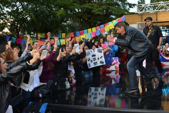 ¡Johnny puso eufóricas a las fans!