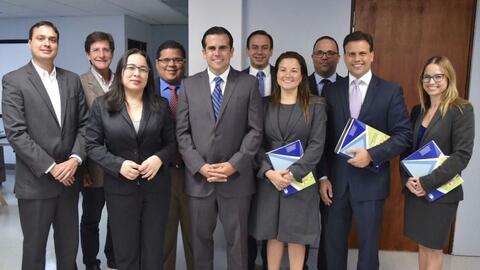 El gobernador electo seleccionó los miembros de su comité...
