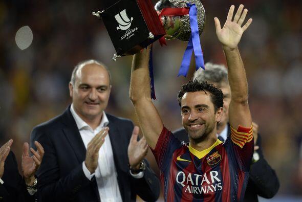 El propio Xavi, capitán del Barcelona, recibió el trofeo.