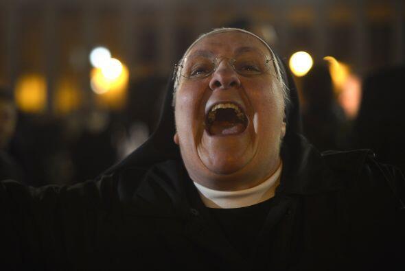 Esta religiosa da gritos de alegría.