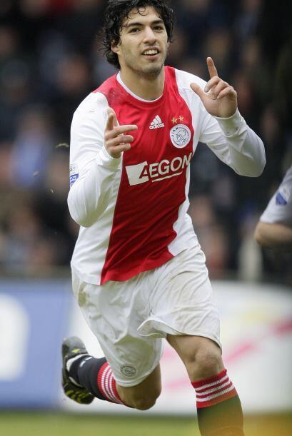 El 28 de enero del 2011 el Liverpool compró a Luis Suárez del Ajax de Am...