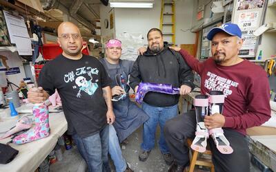 Mexicanos y puertorriqueños crean prótesis a medida