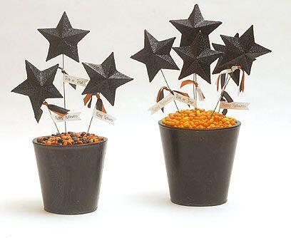Estrellas estrelladas.Compra estrellas de papel maché. Píntalas de color...