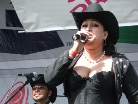 El escenario del Latin GRAMMY® Street Party en Houston tuvo un desfi...