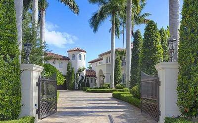La mansión estilo mediterráneo de cinco cuartos y seis ba&...