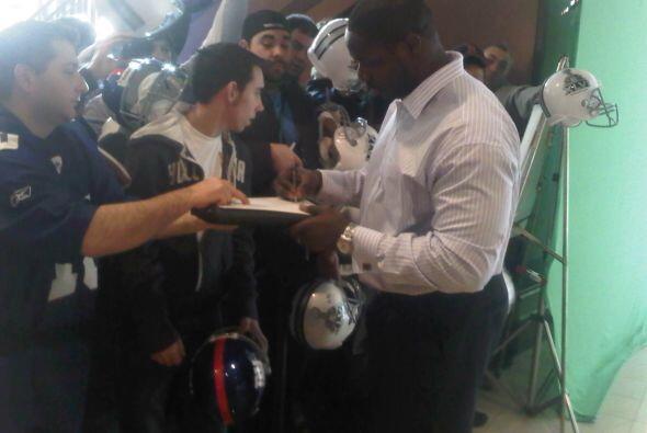 Los fans recibieron algunos autógrafos.