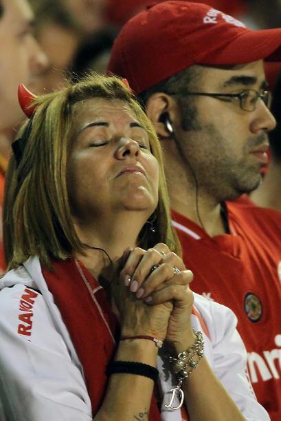 Rezo y lamento en una sola expresión. Perdió el Inter, quedó afuera de l...
