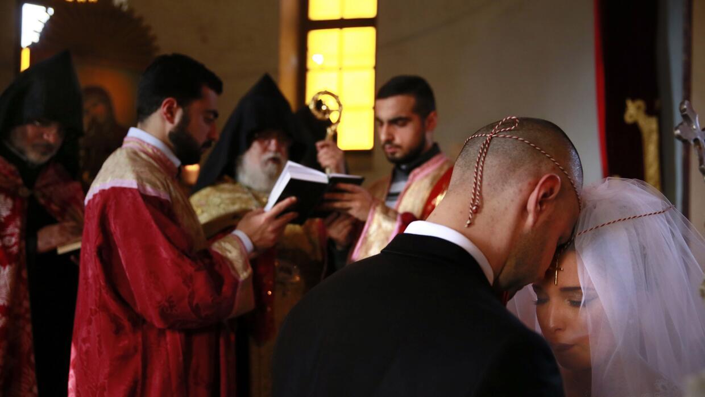 Durante la ceremonia se atan los listones rojo y verde: el primero repre...