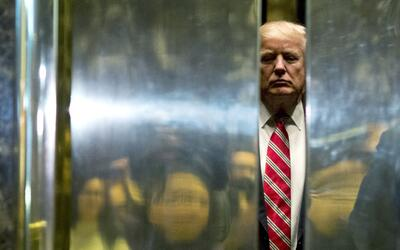 El presidente Donald Trump en el elevador de la Torre Trump de Nueva York.