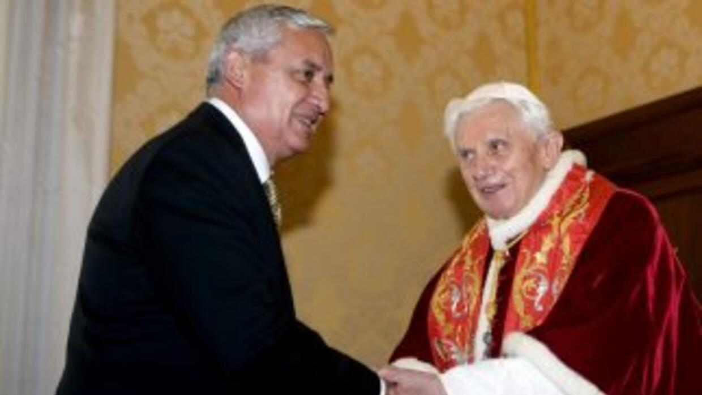 El papa Benedicto XVI se despidió simbólicamente de América Latina con u...