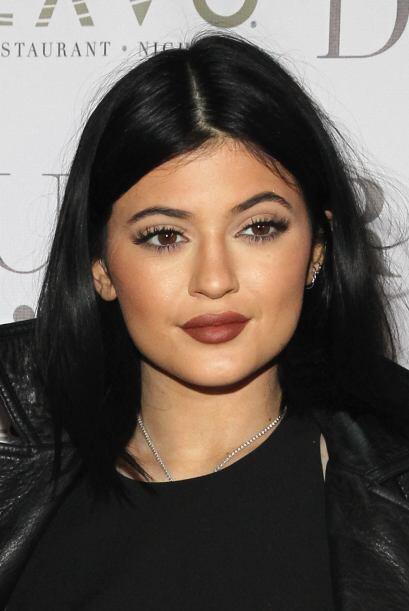La más pequeña del clan Kardashian-Jenner lanzó una colección de extensi...