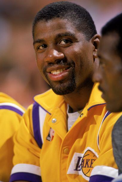 En 1996 fue nombrado como uno de los 50 jugadores de baloncesto mas impo...