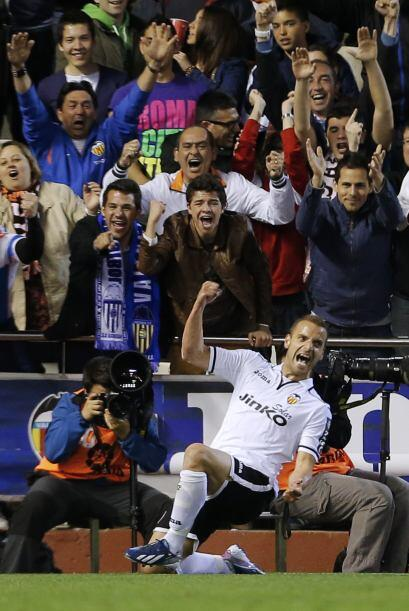 Ya en el ataque, empezamos con el delantero español Roberto Solda...