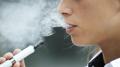 Los cigarrillos electrónicos de sabores afrutados podrían ser especialme...