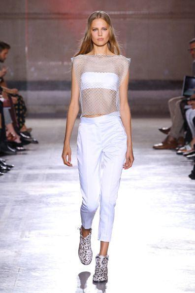 Un top 'strapless' te ayudará a estar cómoda y fresca en todo momento. I...