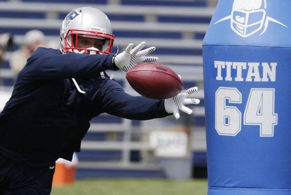 #37 Darrelle Revis, New England Patriots (AP-NFL).