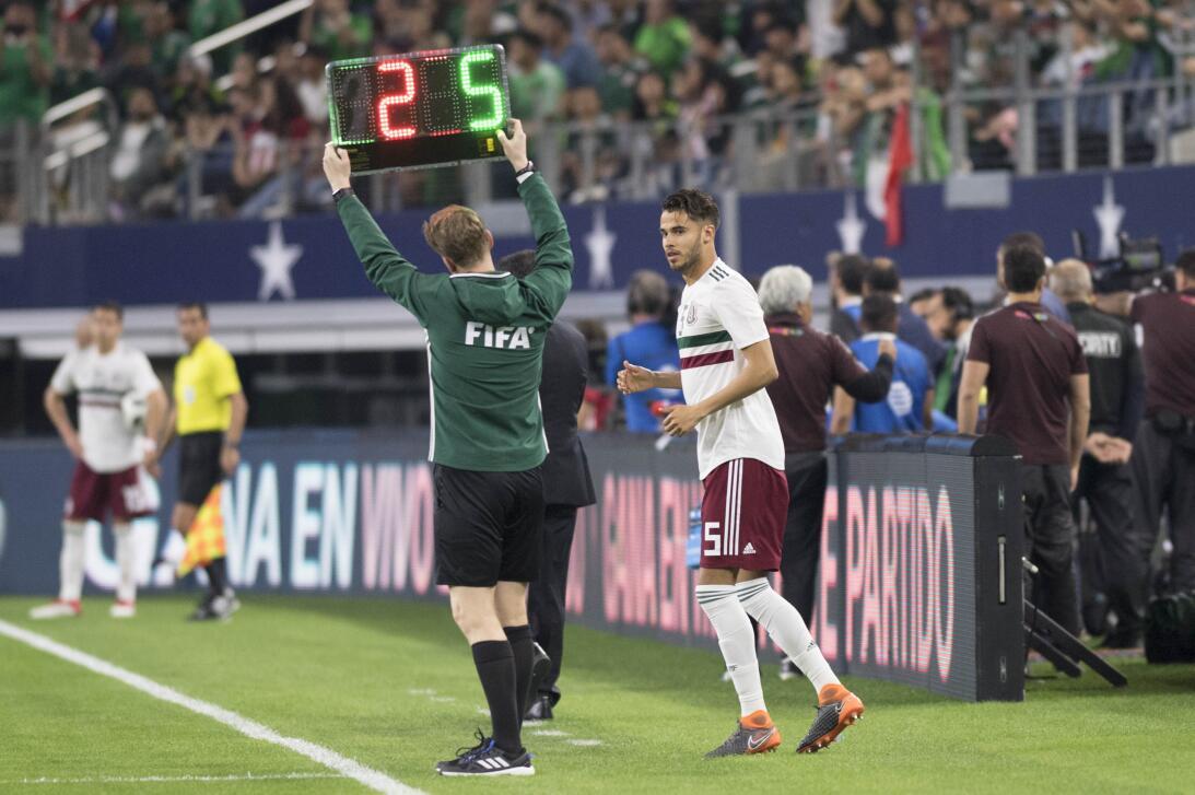 Con Araujo lesionado, Osorio envió al campo a Diego Reyes para ocupar su...