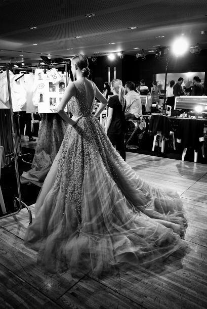 La tela perfecta para lograrlo sin que el vestido pese de más es el tul.