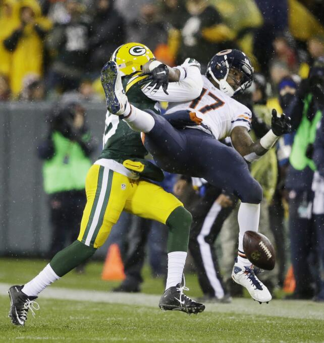 Los Chicago Bears vencieron sorpresivamente 17 - 13 a los Green Bay Pack...
