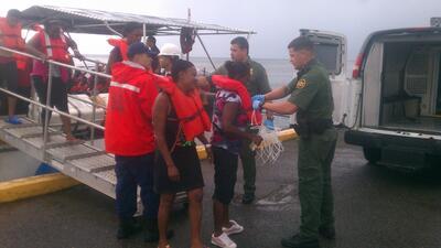 Un grupo de 13 cubanos navegó llegó por mar desde República Dominicana h...