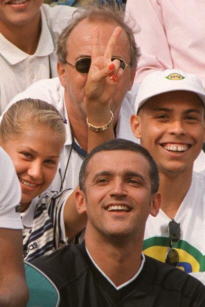 Antes de conocer a Enrique Iglesias, Kournikova fue muy 'amiga' de Ronal...