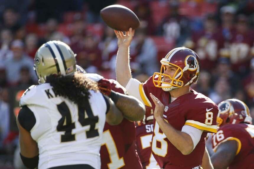 Kirk Cousins lanzó cuatro pases de touchdown y los Redskins mantuvieron...