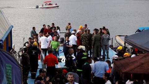 Una embarcación con alrededor de 150 personas a bordo naufragó en un pop...