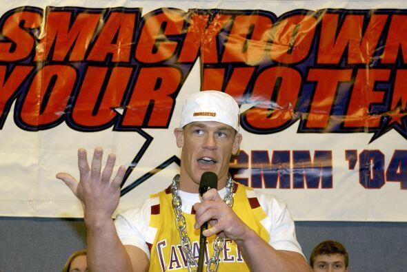En 2001, Cena firmó un contrato de desarrollo con la WWF por lo que fue...