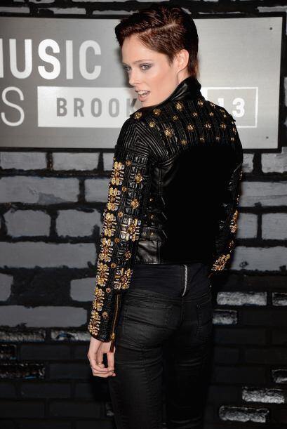 El 'pixie' muy bien estilizado fue la moda que mostró Coco Rocha durante...