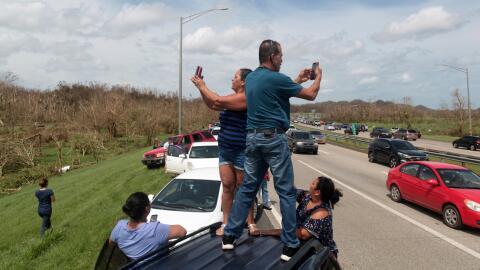 El desespero ante la falta de comunicación llevó a los residentes a dete...