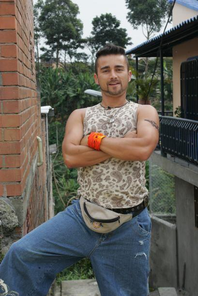 Andrés Toro es Byron, el hermano de Catalina, amante del daño que puede...