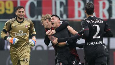 Milán remonta y logra triunfo ante el Crotone con dramático final
