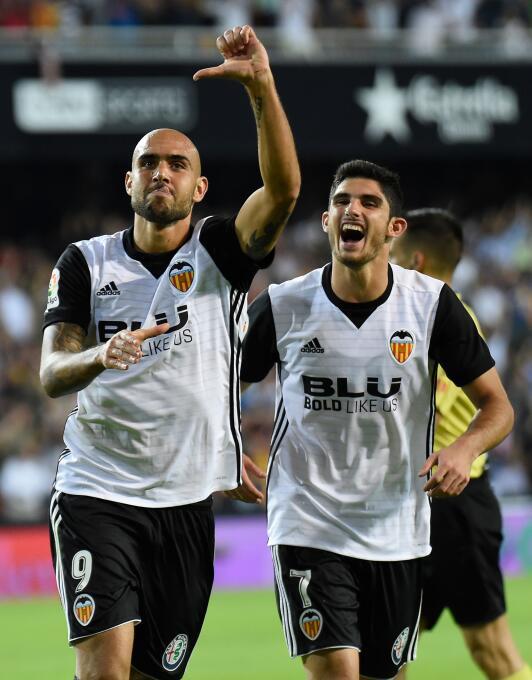 De los Hammers, Zaza salió rápidamente y recaló en el Valencia. En la pr...