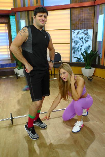 El único galán de telenovelas que utiliza calcetas navideñas para ejerci...