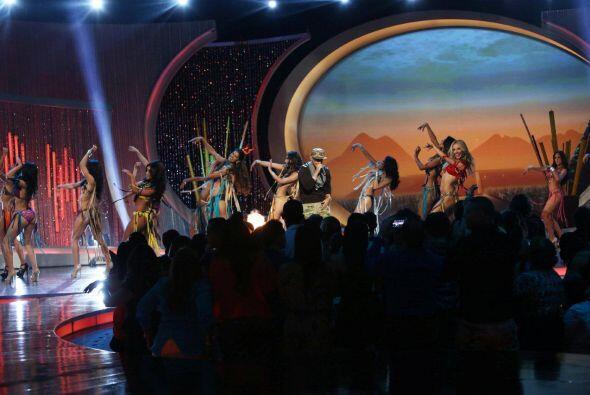 El público se puso de pie para recibir a Daddy Yankee.