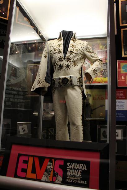 Bienvenido al mundo del legendario, Elvis Presley. Aquí te toparás con c...