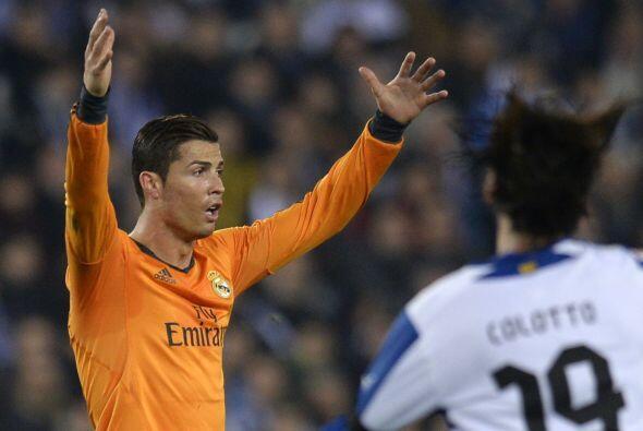 El delantero portugués no dudó en reclamar de forma airada al árbitro, p...