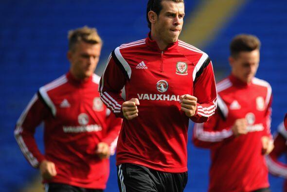 La líder Gales de Gareth Bale recibe a Edin Dzeko y Bosnia Herzegovina q...