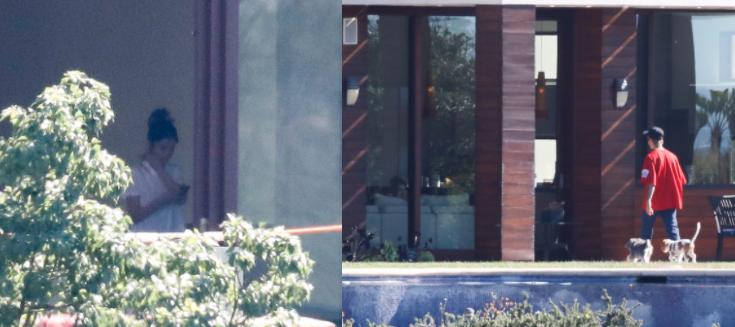 Aquí se aprecia a Justin paseando a las mascotas, mientras Selena lo esp...