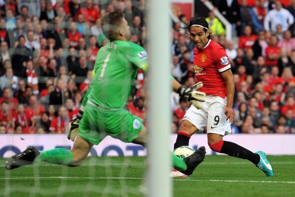 El balón fue desviado por el arquero del QPR y evitó la celebración.
