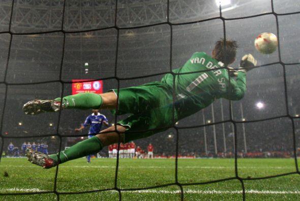 Manchester United enfrentó a Chelsea, con el que empató 1-...
