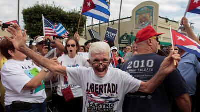 En fotos: Así celebra Miami la muerte de Fidel Castro