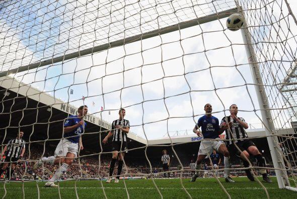 Luego Phil Jagielka puso las cosas 2 a 1 a favor del Everton y condenó a...